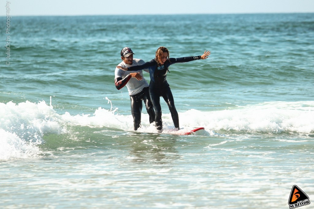 Beginner surf lesson with qualified coaches