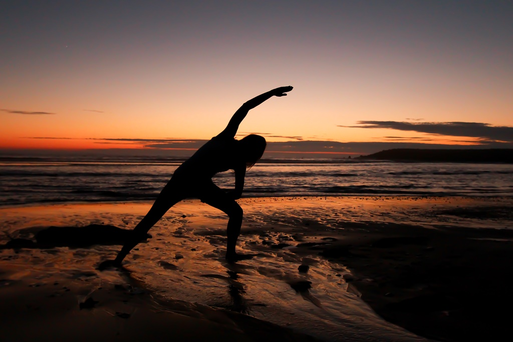 Enjoying a sunset yoga session at Esmoriz beach