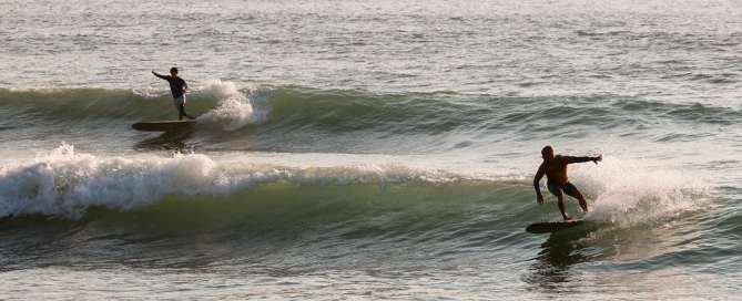 Surfer beim Atlantik Surf Fest in Porto