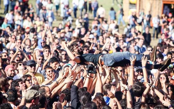 NOS Primavera crowd surfing