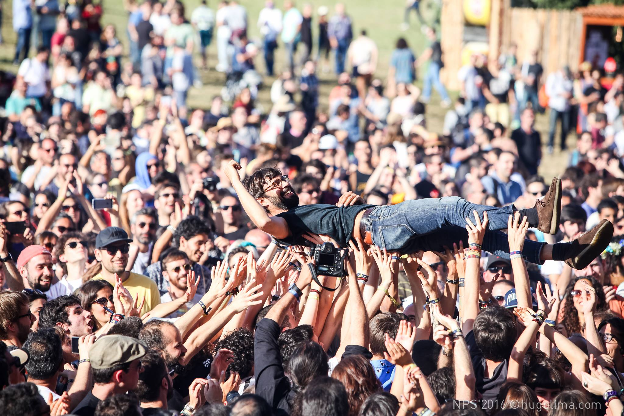 NOS Primavera crowd surfing
